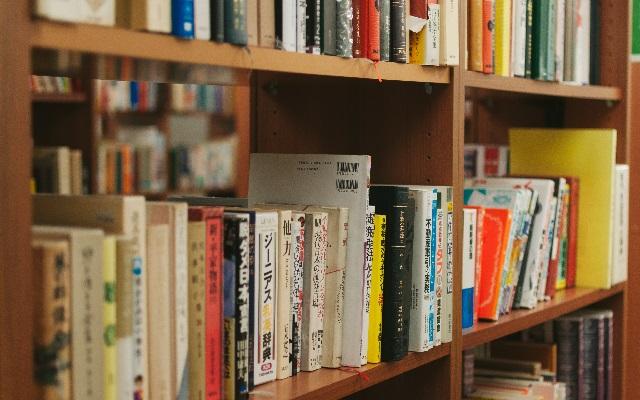 教科書や専門書、参考書を売るおすすめの方法。専門の買取サービスで高く売れる!