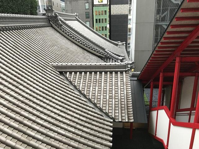 歌舞伎座の屋根の瓦